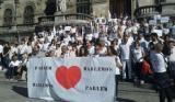 513 El movimiento ciudadano ¿Parlem? ¿Hablamos? tiñe de blanco los ayuntamientos de España.