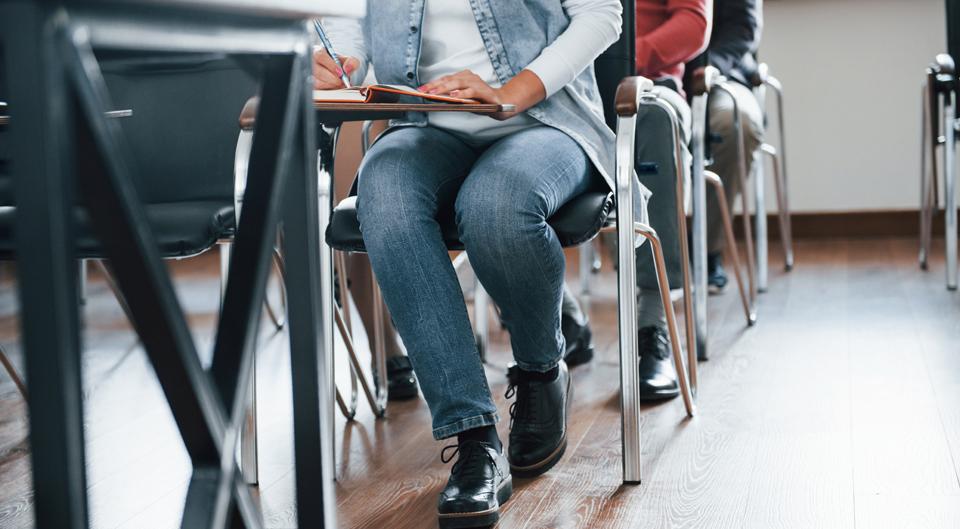 Grupo de personas en un aula