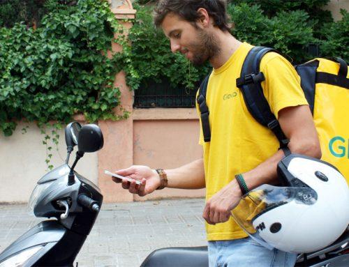 El Tribunal Supremo tumba el modelo laboral de los riders, poniendo en jaque a las empresas Glovo, Deliveroo y Uber Eats.